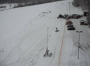 Skihang Neukirchen mit Schlittenfahrern