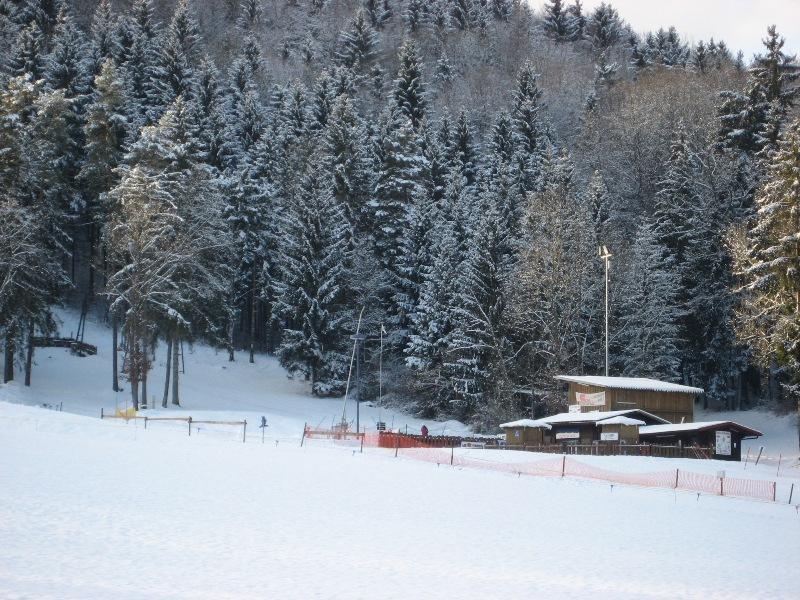 Skihang und Hütten